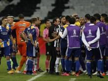 Spieler der Boca Juniors waren nach der Niederlage aufgebracht. Foto: Bruna Prado/Pool AP/dpa