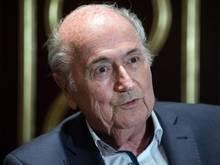 Der ehemalige FIFA-Präsident Joseph Blatter soll Fernsehrechte an Fußball-Weltmeisterschaften weit unter Marktwert vergeben haben