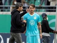 Wechselte in Münster einmal zuviel: Wolfsburg-Coach Mark van Bommel (l, hier mit Maximilian Philipp)