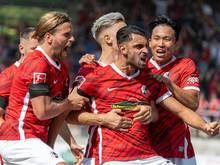 Freiburgs Vincenzo Grifo (M) erzielte den Siegtreffer gegen Borussia Dortmund