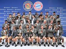 Der FC Bayern in Tracht zum jährlichen Sponsoren-Shooting