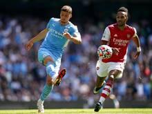 Manchester City verlängerte den Vertrag von Rben Dias (l)