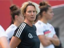 14 Nationalspielerinnen wollen den Trainerschein machen: Bundestrainerin Martina Voss-Tecklenburg freut es