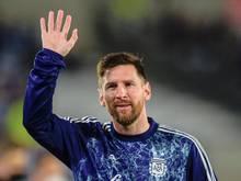 Argentiniens Lionel Messi winkt während des Trainings