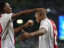Ajax-Stürmer Sebastien Haller (r) erzielte beim SCHeerenveen das Tor zur 1:0-Führung