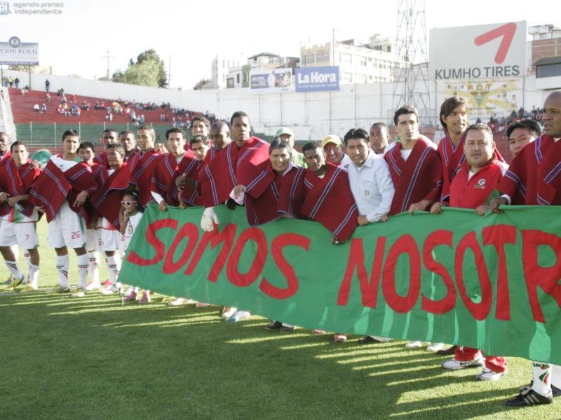 Die Mannschaft von Ecuadors Indio-Fußballklub Mushuc Runa