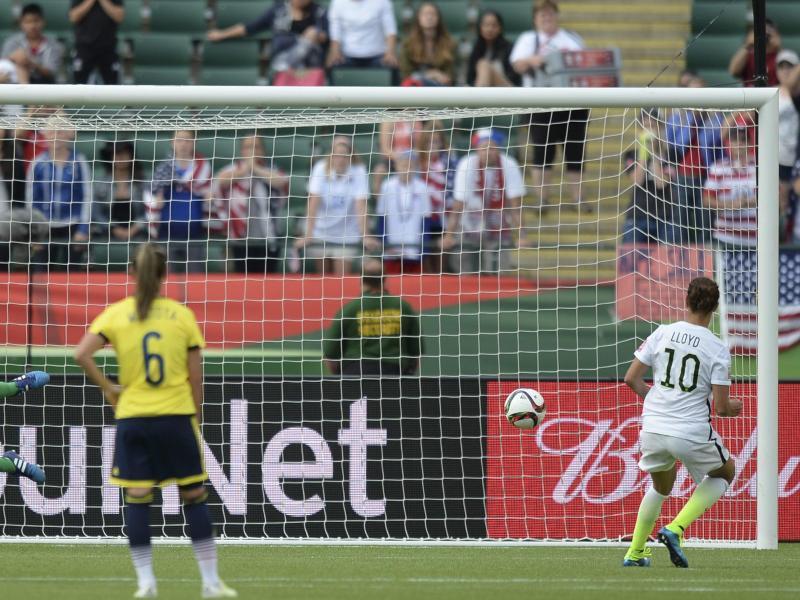 Carli Lloyd traf in der 66. Minute vom Elfmeterpunkt zum 2:0 für die USA