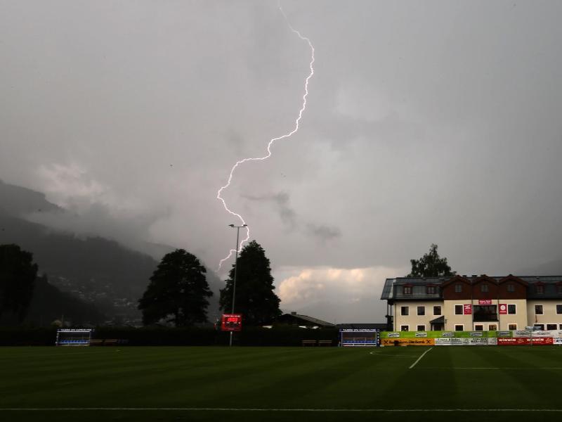 Das Testspiel zwischen Bayer Leverkusen und SC Teutonia Walzenborn-Steinberg wurde wegen eines Gewitters abgebrochen