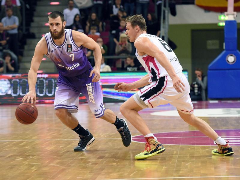 Alex Ruoff (l.) spielte zwei Jahre für die BG Göttingen