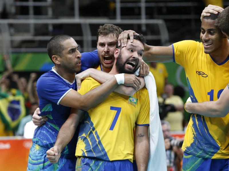 Die Männer haben es geschafft: Die brasilianischen Volleyballer stehen im Halbfinale