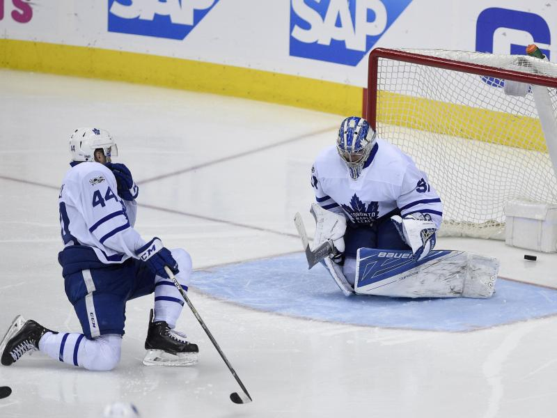Torontos Torwart Frederik Andersen kassiert den Washingtoner Siegtreffer durch Justin Williams
