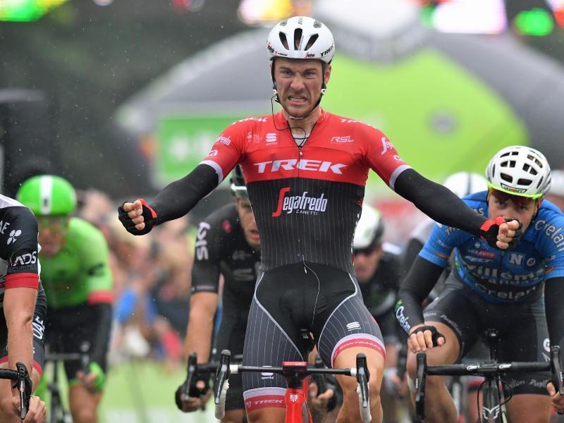 Der Belgier Edward Theuns bejubeln seinen Sieg der 4. Etappe der BinckBank-Tour