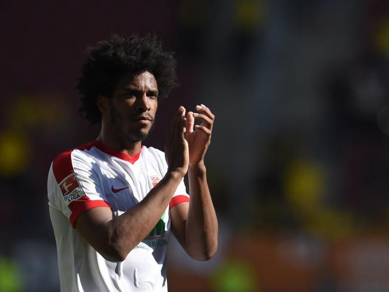 Der FC Augsburg hofft auf den Einsatz von Caiuby im Spiel gegen Gladbach