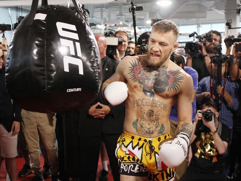 UFC-Champion Conor McGregor tritt in Las Vegas gegen Floyd Mayweather an
