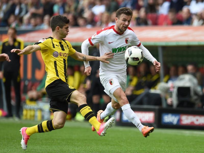 Daniel Baier (r.) kehrt zurück in den FCA-Kader