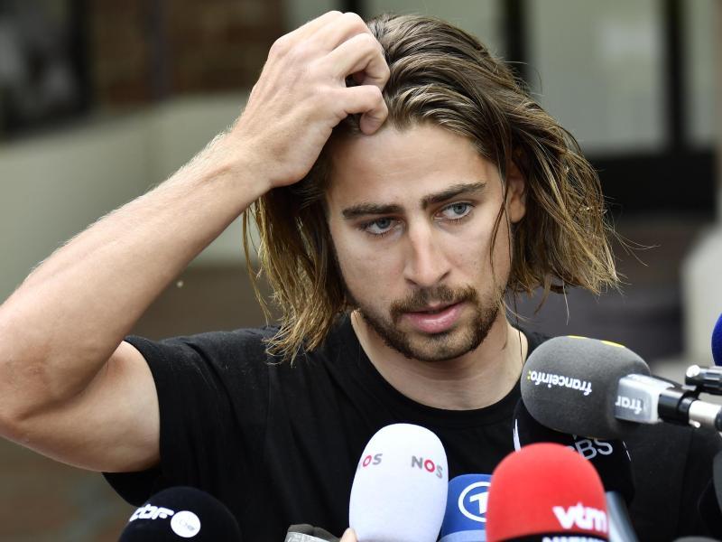 Peter Sagan stellt sich nach seinem Tour-Ausschluss in Vittel der Presse