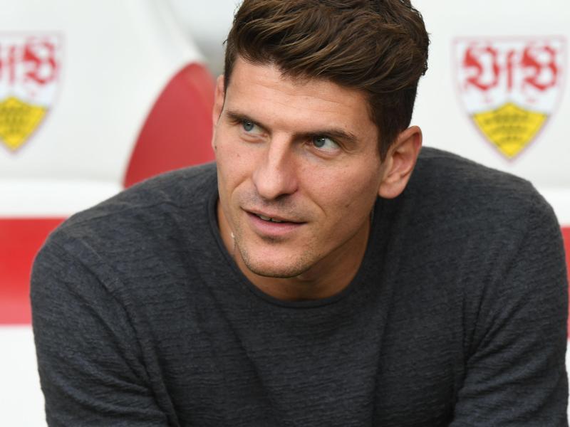 Mario Gomez hat nach seiner Rückkehr das Training beim VfB Stuttgart aufgenommen.
