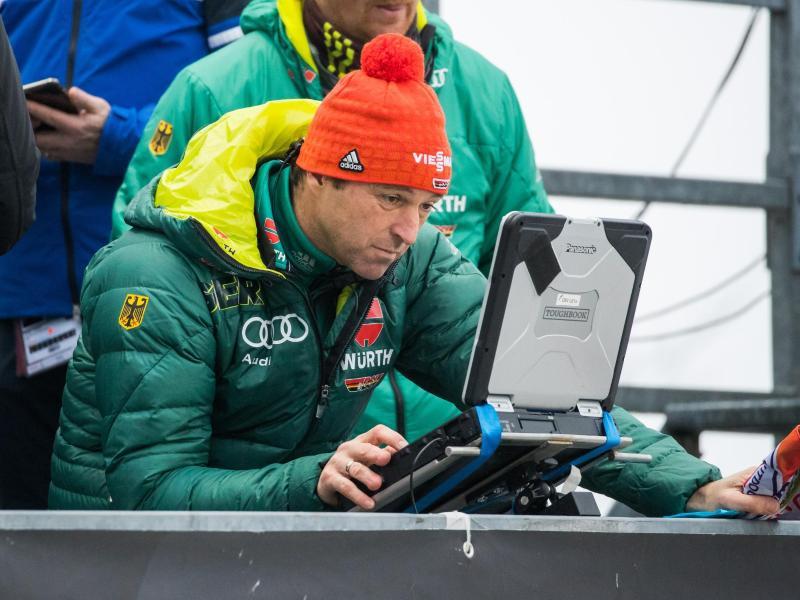 Skisprung-Bundestrainer Werner Schuster sorgt sich um ein gleichbleibend hohes Niveau seiner Schützlinge