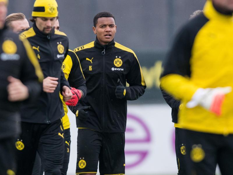 Neuzugang Manuel Akanji (rechts) droht das Europa-League-Aus