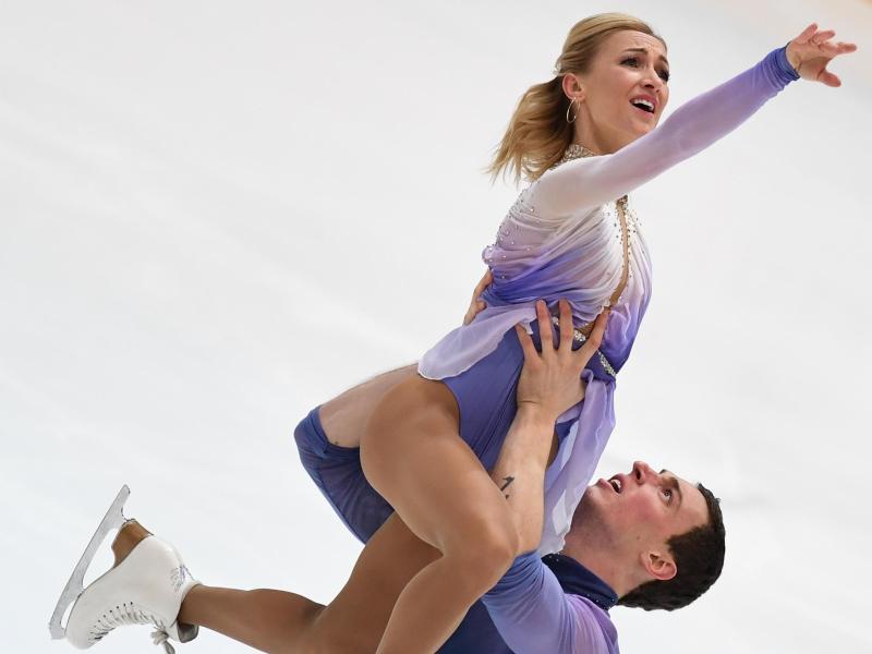Das Deutsche Meisterpaar Aljona Savchenko und Bruno Massot in Aktion