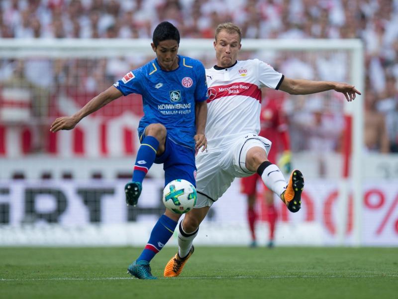 Stuttgarts Holger Badstuber (r.) steht gegen Gladbach wieder zur Verfügung