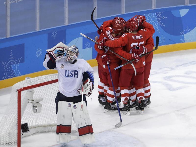 Die Mannschaft der Olympischen Athleten aus Russland bejubelt ihren Sieg gegen die USA