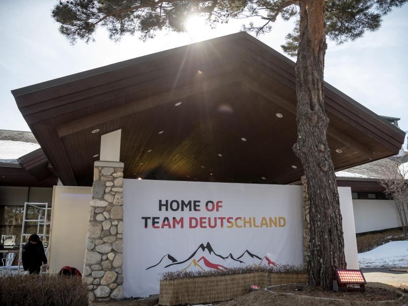 """Der Eingang zum Deutschen Haus in Pyeongchang mit der Aufschrift """"Home of Team Deutschland"""""""