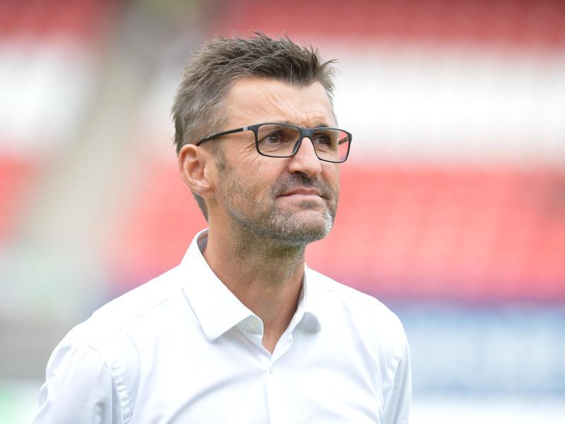 Nürnbergs Trainer Trainer Michael Köllner kritisiert den Videobeweis