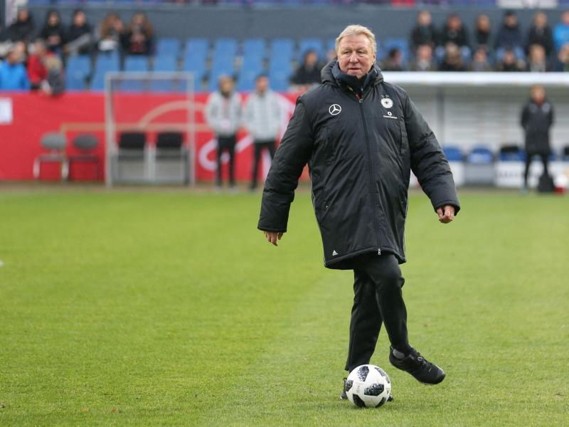 Noch für ein Spiel ist Horst Hrubesch der Trainer der deutschen Fußball-Frauen