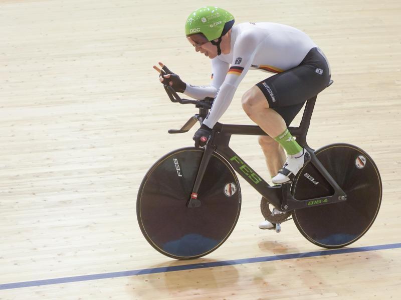 Der deutsche Fahrer Joachim Eilers gewinnt beim Bahnrad-Weltcup das Finale im 1000-Meter-Zeitfahren