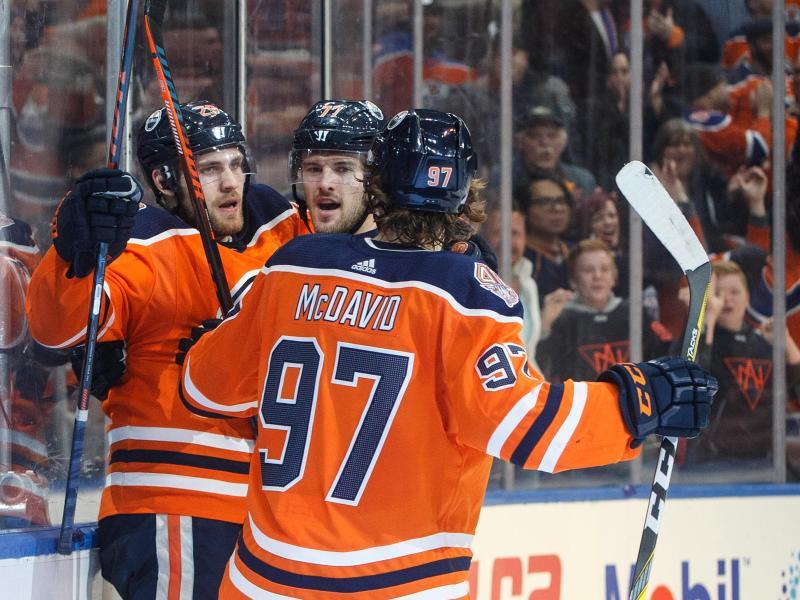Steuerte zwei Treffer zum Oilers-Sieg gegen Minnesota bei: Leon Draisaitl (l).