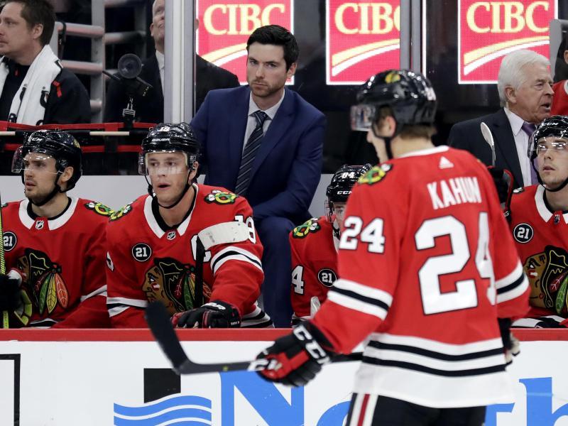 Dominik Kahun hat mit den Chiacago Blackhawks im deutschen NHL-Duell gegen Philipp Grubauer mit Colorado Avalanche die Oberhand behalten.