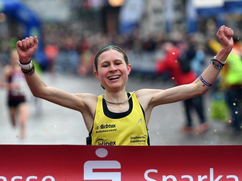 Elena Burkard gewann den Silvesterlauf in Trier