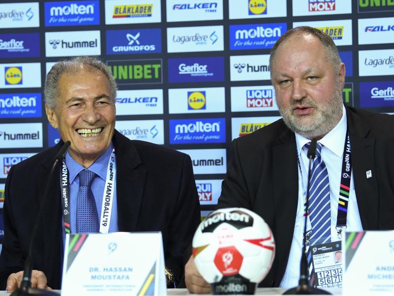 IHF-Präsident Hassan Moustafa (l) und DHB-Präsident Andreas Michelmann