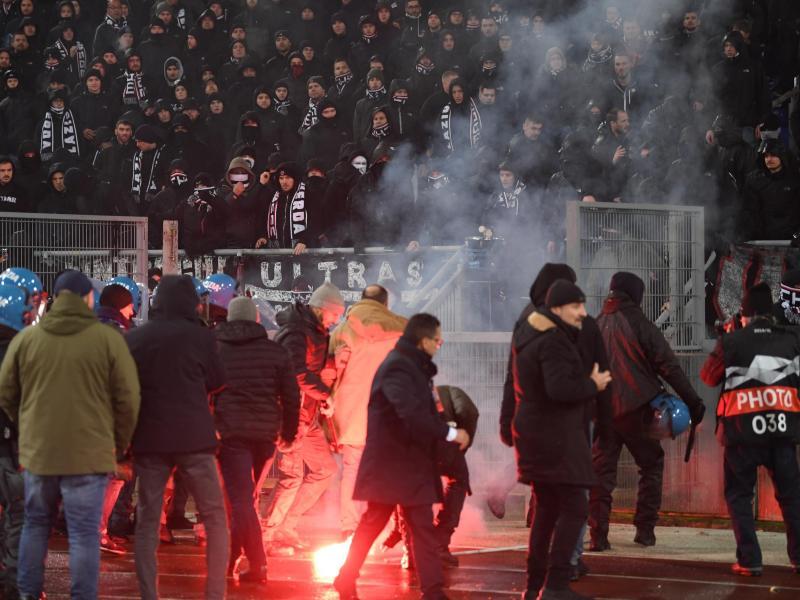 Eintracht Frankfurt muss für das Fehlverhalten der eigenen Fans büßen