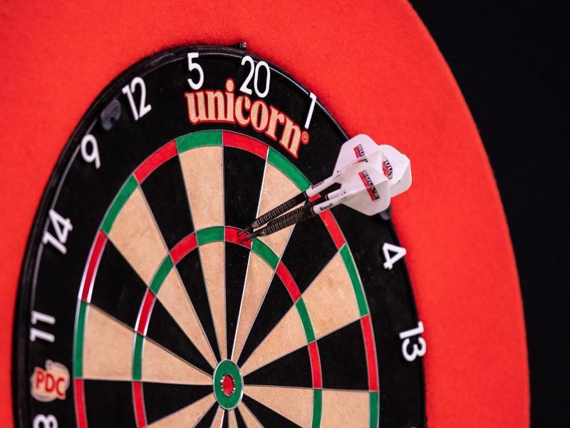 Die japanische Qualifikantin Mikuru Suzuki hat überraschenderweise den Titel als Darts-Weltmeisterin gewonnen