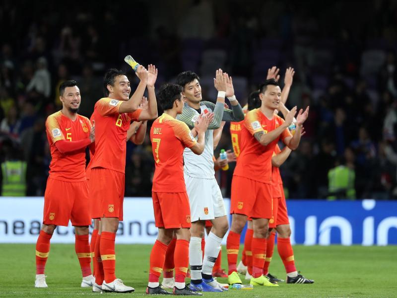 Chinas Spieler jubeln über den Einzug ins Viertelfinale des Asien-Cups