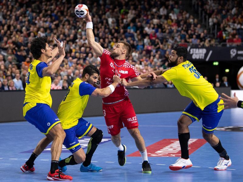 Kroatiens Luka Cindric (M.) hat sich im Spiel gegen Brasilien verletzt