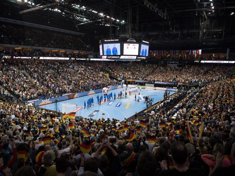 Volles Haus beim Spiel des DHB-Teams gegen Frankreich in Berlin