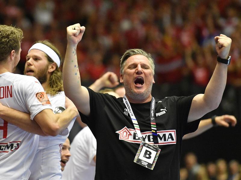 Trainer Nikolaj B. Jacobsen (r) führte Dänemark zum WM-Titel