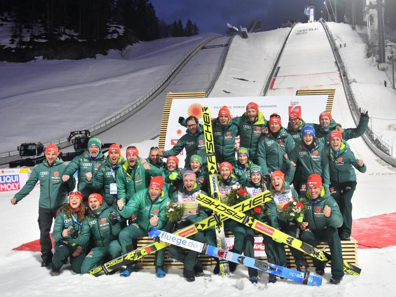 Jubel bei den deutschen Skisprung-Assen
