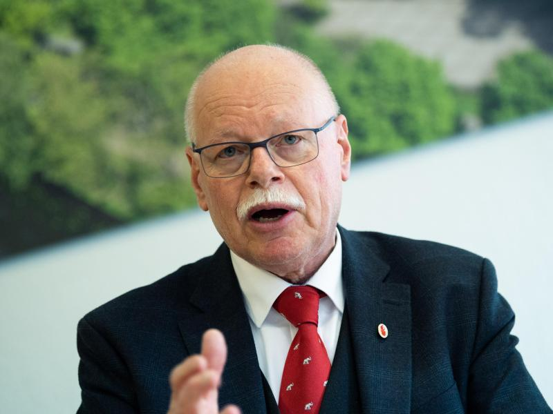 Bremens Innensenator Ulrich Mäurer bekräftigt Forderungen