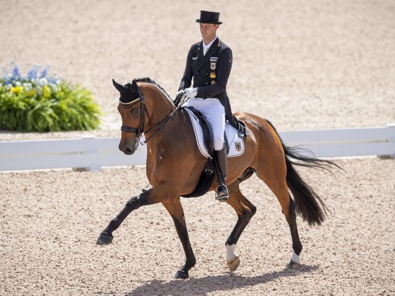 Sönke Rothenberger auf seinem Pferd Cosmo