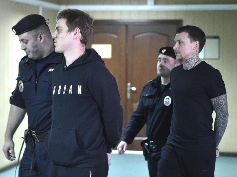 Verurteilt: Alexander Kokorin (2.v.l) und Pavel Mamaev