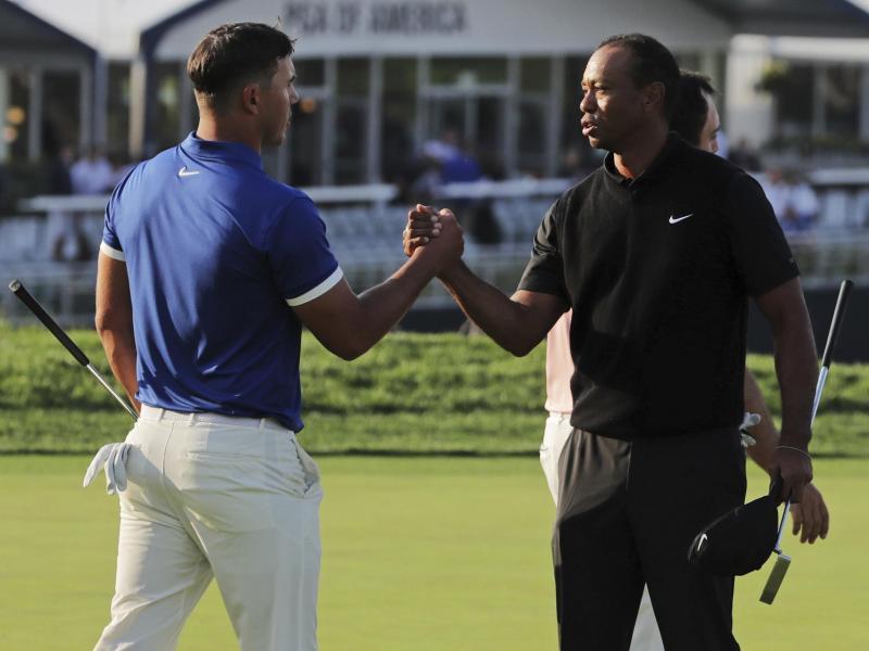 Tiger Woods (re.) scheiterte in Bethpage am Cut
