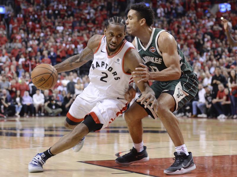 Kawhi Leonard (l.) führte die Toronto Raptors zum Sieg