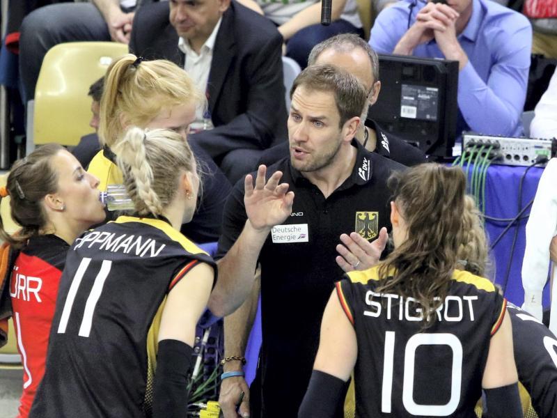 Felix Koslowski ist der Trainer der deutschen Volleyballerinnen