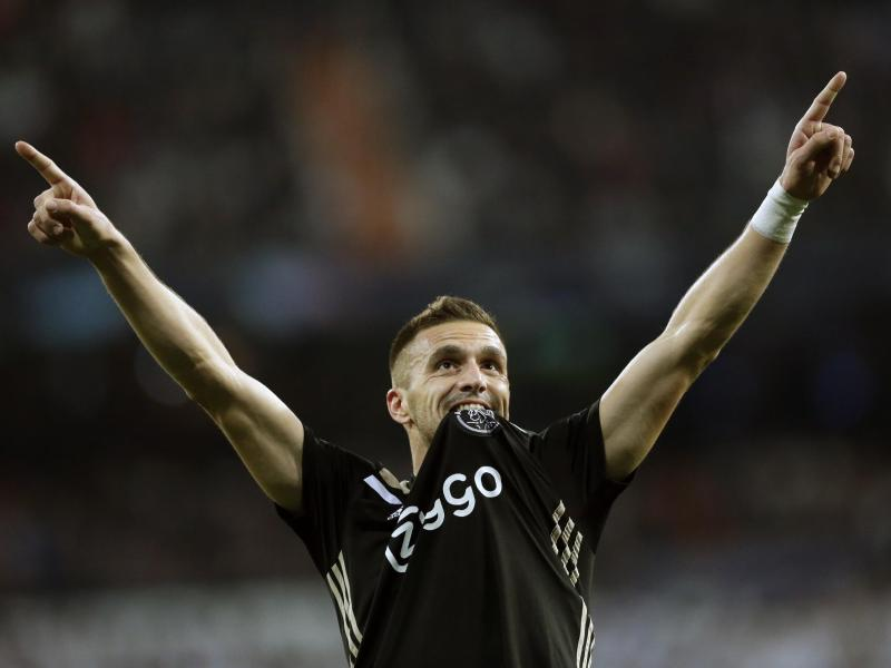 Ajax Amsterdam hat den Vertrag mit Dusan Tadic verlängert