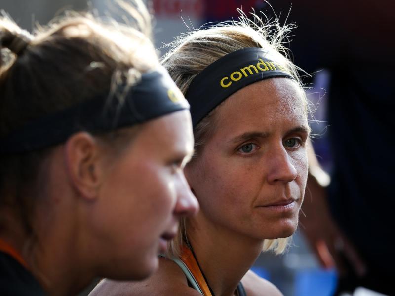 Kassierten zum Start in das Turnier in Gstaad eine Niederlage: Laura Ludwig (r.) und Margareta Kozuch. Foto:Christian Charisius