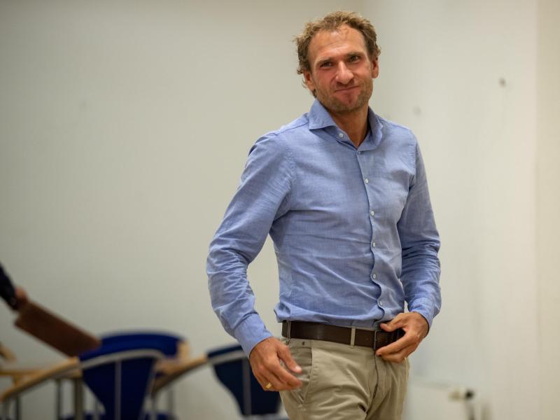 Auf dem Weg zur Verhandlung:Ex-Biathlet Andreas Stitzl